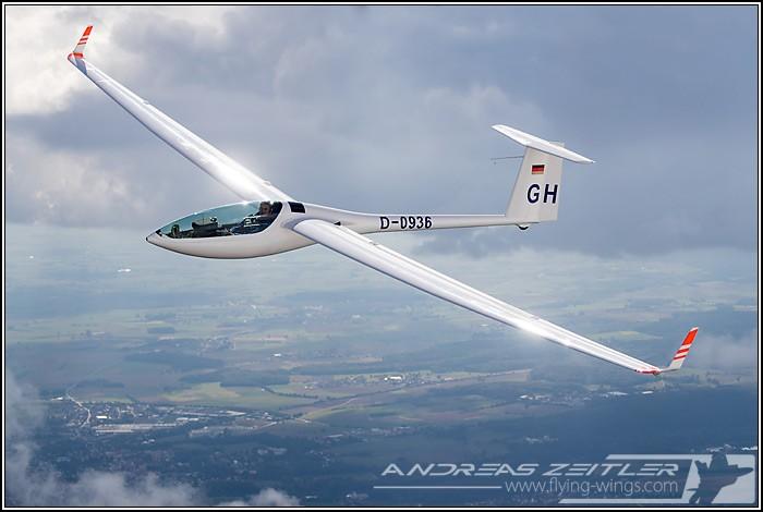 DG 800S glider Flying