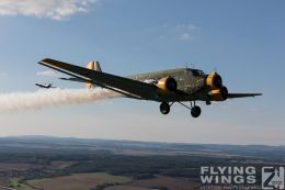 http://www.flying-wings.com/plugins/content/sige/plugin_sige/showthumb.php?img=/images//galleries/18_Ju-52/4/Pilsen_Spit_Ju-9006_Zeitler.jpg&width=260&height=300&quality=80&ratio=1&crop=0&crop_factor=50&thumbdetail=0