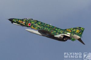 http://www.flying-wings.com/plugins/content/sige/plugin_sige/showthumb.php?img=/images/airshows/17_gifu/f-41/Gifu_F-4-9210_Zeitler.jpg&width=396&height=300&quality=80&ratio=1&crop=0&crop_factor=50&thumbdetail=0
