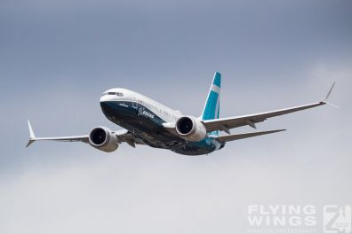 http://www.flying-wings.com/plugins/content/sige/plugin_sige/showthumb.php?img=/images/airshows/18_Farnborough/Boeing_4/Farnborough_B737_max-2739_Zeitler.jpg&width=396&height=300&quality=80&ratio=1&crop=0&crop_factor=50&thumbdetail=0