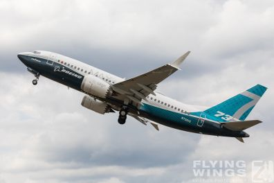 http://www.flying-wings.com/plugins/content/sige/plugin_sige/showthumb.php?img=/images/airshows/18_Farnborough/Boeing_4/Farnborough_B737_max-4205_Zeitler.jpg&width=396&height=300&quality=80&ratio=1&crop=0&crop_factor=50&thumbdetail=0
