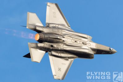http://www.flying-wings.com/plugins/content/sige/plugin_sige/showthumb.php?img=/images/airshows/18_Hatzerim/adir/Israel_Adir-7609_Zeitler.jpg&width=396&height=300&quality=80&ratio=1&crop=0&crop_factor=50&thumbdetail=0