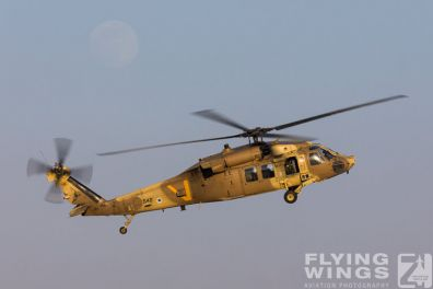 http://www.flying-wings.com/plugins/content/sige/plugin_sige/showthumb.php?img=/images/airshows/18_Hatzerim/helicopter/Israel_Blackhawk-0140_Zeitler.jpg&width=396&height=300&quality=80&ratio=1&crop=0&crop_factor=50&thumbdetail=0