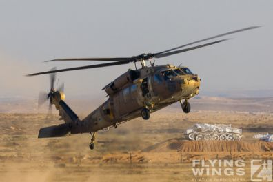 http://www.flying-wings.com/plugins/content/sige/plugin_sige/showthumb.php?img=/images/airshows/18_Hatzerim/helicopter/Israel_Blackhawk-0149_Zeitler.jpg&width=396&height=300&quality=80&ratio=1&crop=0&crop_factor=50&thumbdetail=0