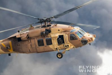 http://www.flying-wings.com/plugins/content/sige/plugin_sige/showthumb.php?img=/images/airshows/18_Hatzerim/helicopter/Israel_Blackhawk-8099_Zeitler.jpg&width=396&height=300&quality=80&ratio=1&crop=0&crop_factor=50&thumbdetail=0