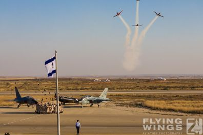http://www.flying-wings.com/plugins/content/sige/plugin_sige/showthumb.php?img=/images/airshows/18_Hatzerim/so1/Israel_Ceremony-0093_Zeitler.jpg&width=396&height=300&quality=80&ratio=1&crop=0&crop_factor=50&thumbdetail=0