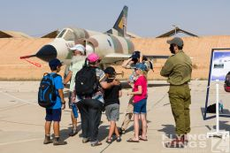 http://www.flying-wings.com/plugins/content/sige/plugin_sige/showthumb.php?img=/images/airshows/18_Hatzerim/so2/Israel_Static-0594_Zeitler.jpg&width=260&height=300&quality=80&ratio=1&crop=0&crop_factor=50&thumbdetail=0