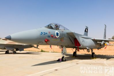 http://www.flying-wings.com/plugins/content/sige/plugin_sige/showthumb.php?img=/images/airshows/18_Hatzerim/static/Israel_Static-0566_Zeitler.jpg&width=396&height=300&quality=80&ratio=1&crop=0&crop_factor=50&thumbdetail=0