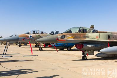 http://www.flying-wings.com/plugins/content/sige/plugin_sige/showthumb.php?img=/images/airshows/18_Hatzerim/static/Israel_Static-9996_Zeitler.jpg&width=396&height=300&quality=80&ratio=1&crop=0&crop_factor=50&thumbdetail=0