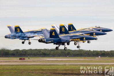 http://www.flying-wings.com/plugins/content/sige/plugin_sige/showthumb.php?img=/images/airshows/18_Houston/BA1_8/Houston_Airshow_Blue_Angels-1773_Zeitler.jpg&width=396&height=300&quality=80&ratio=1&crop=0&crop_factor=50&thumbdetail=0
