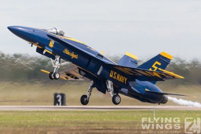 http://www.flying-wings.com/plugins/content/sige/plugin_sige/showthumb.php?img=/images/airshows/18_Houston/BA1_8/Houston_Airshow_Blue_Angels-4119_Zeitler.jpg&width=396&height=300&quality=80&ratio=1&crop=0&crop_factor=50&thumbdetail=0