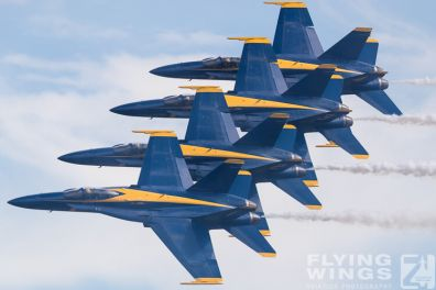 http://www.flying-wings.com/plugins/content/sige/plugin_sige/showthumb.php?img=/images/airshows/18_Houston/BA1_8/Houston_Airshow_Blue_Angels-4255_Zeitler.jpg&width=396&height=300&quality=80&ratio=1&crop=0&crop_factor=50&thumbdetail=0