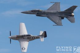 http://www.flying-wings.com/plugins/content/sige/plugin_sige/showthumb.php?img=/images/airshows/18_Houston/F16_3/Houston_Airshow_Heritage_Flight-4063_Zeitler.jpg&width=260&height=300&quality=80&ratio=1&crop=0&crop_factor=50&thumbdetail=0