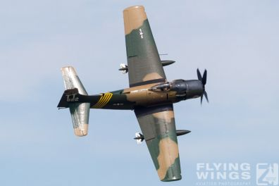 http://www.flying-wings.com/plugins/content/sige/plugin_sige/showthumb.php?img=/images/airshows/18_Houston/Warbirds_4/Houston_Airshow_Skyraider-3874_Zeitler.jpg&width=396&height=300&quality=80&ratio=1&crop=0&crop_factor=50&thumbdetail=0