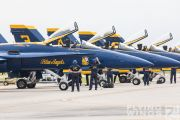 http://www.flying-wings.com/plugins/content/sige/plugin_sige/showthumb.php?img=/images/airshows/18_Houston/gallery/Houston_Airshow_Blue_Angels_ground-0986_Zeitler.jpg&width=180&height=200&quality=80&ratio=1&crop=0&crop_factor=50&thumbdetail=0