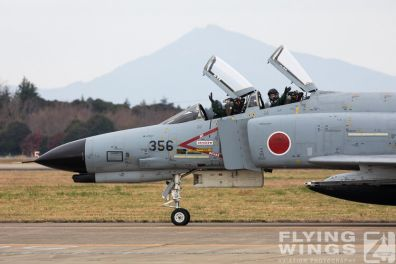 http://www.flying-wings.com/plugins/content/sige/plugin_sige/showthumb.php?img=/images/airshows/18_Hyakuri/f-4display_2/Hyakuri_Airshow_F-4EJ-5267_Zeitler.jpg&width=396&height=300&quality=80&ratio=1&crop=0&crop_factor=50&thumbdetail=0