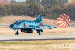 http://www.flying-wings.com/plugins/content/sige/plugin_sige/showthumb.php?img=/images/airshows/18_Hyakuri/gallery/Hyakuri_Airshow_RF-4E-8777_Zeitler.jpg&width=260&height=400&quality=80&ratio=1&crop=0&crop_factor=50&thumbdetail=0
