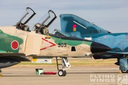 http://www.flying-wings.com/plugins/content/sige/plugin_sige/showthumb.php?img=/images/airshows/18_Hyakuri/phantoms9_3/Hyakuri_Airshow_RF-4E-5151_Zeitler.jpg&width=260&height=300&quality=80&ratio=1&crop=0&crop_factor=50&thumbdetail=0