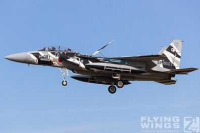 http://www.flying-wings.com/plugins/content/sige/plugin_sige/showthumb.php?img=/images/airshows/18_Japan/8/Komatsu_Aggressors-8001_Zeitler.jpg&width=396&height=300&quality=80&ratio=1&crop=0&crop_factor=50&thumbdetail=0