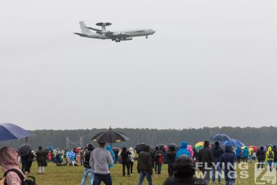 http://www.flying-wings.com/plugins/content/sige/plugin_sige/showthumb.php?img=/images/airshows/18_Radom/rain_4/Radom_AWACS-6863_Zeitler.jpg&width=396&height=300&quality=80&ratio=1&crop=0&crop_factor=50&thumbdetail=0