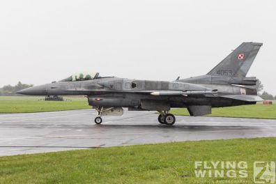 http://www.flying-wings.com/plugins/content/sige/plugin_sige/showthumb.php?img=/images/airshows/18_Radom/rain_4/Radom_F-16_Poland-6778_Zeitler.jpg&width=396&height=300&quality=80&ratio=1&crop=0&crop_factor=50&thumbdetail=0