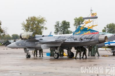 http://www.flying-wings.com/plugins/content/sige/plugin_sige/showthumb.php?img=/images/airshows/18_Radom/rain_4/Radom_Gripen_Czech-6847_Zeitler.jpg&width=396&height=300&quality=80&ratio=1&crop=0&crop_factor=50&thumbdetail=0