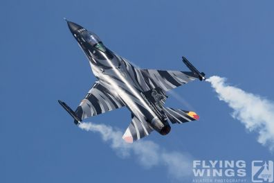 http://www.flying-wings.com/plugins/content/sige/plugin_sige/showthumb.php?img=/images/airshows/18_Radom/review_6/Radom_F-16_Belgium-6575_Zeitler.jpg&width=396&height=300&quality=80&ratio=1&crop=0&crop_factor=50&thumbdetail=0