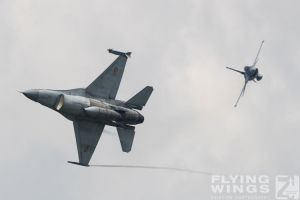 http://www.flying-wings.com/plugins/content/sige/plugin_sige/showthumb.php?img=/images/airshows/18_bias/RoAF2//BIAS_F-16-5426_Zeitler.jpg&width=396&height=300&quality=80&ratio=1&crop=0&crop_factor=50&thumbdetail=0