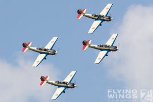 http://www.flying-wings.com/plugins/content/sige/plugin_sige/showthumb.php?img=/images/airshows/18_bias/RoAF2//BIAS_Yak-52-5760_Zeitler.jpg&width=396&height=300&quality=80&ratio=1&crop=0&crop_factor=50&thumbdetail=0