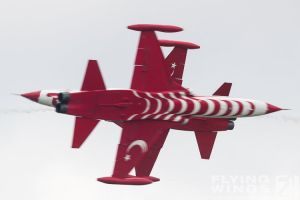 http://www.flying-wings.com/plugins/content/sige/plugin_sige/showthumb.php?img=/images/airshows/18_bias/Teams2//BIAS_Turkish_Stars-5208_Zeitler.jpg&width=396&height=300&quality=80&ratio=1&crop=0&crop_factor=50&thumbdetail=0