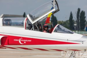 http://www.flying-wings.com/plugins/content/sige/plugin_sige/showthumb.php?img=/images/airshows/18_bias/Teams2//BIAS_Turkish_Stars-5975_Zeitler.jpg&width=396&height=300&quality=80&ratio=1&crop=0&crop_factor=50&thumbdetail=0