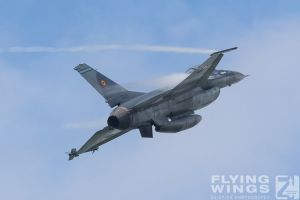 http://www.flying-wings.com/plugins/content/sige/plugin_sige/showthumb.php?img=/images/airshows/18_bias/gallery//BIAS_F-16-4670_Zeitler.jpg&width=180&height=200&quality=80&ratio=1&crop=0&crop_factor=50&thumbdetail=0