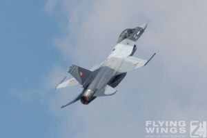 http://www.flying-wings.com/plugins/content/sige/plugin_sige/showthumb.php?img=/images/airshows/18_bias/gallery//BIAS_F-16-5498_Zeitler.jpg&width=180&height=200&quality=80&ratio=1&crop=0&crop_factor=50&thumbdetail=0