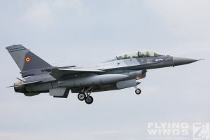 http://www.flying-wings.com/plugins/content/sige/plugin_sige/showthumb.php?img=/images/airshows/18_bias/gallery//BIAS_F-16-5658_Zeitler.jpg&width=180&height=200&quality=80&ratio=1&crop=0&crop_factor=50&thumbdetail=0