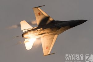 http://www.flying-wings.com/plugins/content/sige/plugin_sige/showthumb.php?img=/images/airshows/18_bias/gallery//BIAS_F-16-6260_Zeitler.jpg&width=180&height=200&quality=80&ratio=1&crop=0&crop_factor=50&thumbdetail=0