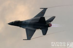 http://www.flying-wings.com/plugins/content/sige/plugin_sige/showthumb.php?img=/images/airshows/18_bias/gallery//BIAS_F-16-6329_Zeitler.jpg&width=180&height=200&quality=80&ratio=1&crop=0&crop_factor=50&thumbdetail=0