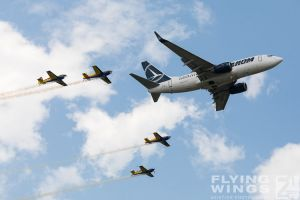 http://www.flying-wings.com/plugins/content/sige/plugin_sige/showthumb.php?img=/images/airshows/18_bias/gallery//BIAS_Tarom-6059_Zeitler.jpg&width=180&height=200&quality=80&ratio=1&crop=0&crop_factor=50&thumbdetail=0