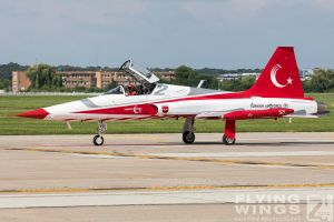 http://www.flying-wings.com/plugins/content/sige/plugin_sige/showthumb.php?img=/images/airshows/18_bias/gallery//BIAS_Turkish_Stars-6379_Zeitler.jpg&width=180&height=200&quality=80&ratio=1&crop=0&crop_factor=50&thumbdetail=0
