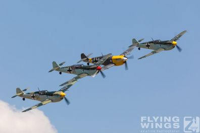 http://www.flying-wings.com/plugins/content/sige/plugin_sige/showthumb.php?img=/images/airshows/18_duxford/Buchons2//Duxford_Legends_Buchon_Formation-3150_Zeitler.jpg&width=396&height=300&quality=80&ratio=1&crop=0&crop_factor=50&thumbdetail=0