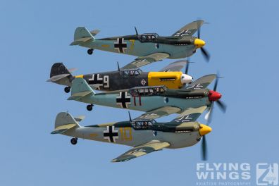 http://www.flying-wings.com/plugins/content/sige/plugin_sige/showthumb.php?img=/images/airshows/18_duxford/Buchons2//Duxford_Legends_Buchon_Formation-3160_Zeitler.jpg&width=396&height=300&quality=80&ratio=1&crop=0&crop_factor=50&thumbdetail=0