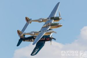 http://www.flying-wings.com/plugins/content/sige/plugin_sige/showthumb.php?img=/images/airshows/18_duxford/Bulls2//Duxford_Legends_Flying_Bulls-2152_Zeitler.jpg&width=260&height=400&quality=80&ratio=1&crop=0&crop_factor=50&thumbdetail=0