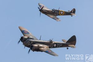 http://www.flying-wings.com/plugins/content/sige/plugin_sige/showthumb.php?img=/images/airshows/18_duxford/Gallery//Duxford_Legends_Formation-3099_Zeitler.jpg&width=180&height=200&quality=80&ratio=1&crop=0&crop_factor=50&thumbdetail=0