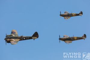 http://www.flying-wings.com/plugins/content/sige/plugin_sige/showthumb.php?img=/images/airshows/18_duxford/Gallery//Duxford_Legends_Formation-3105_Zeitler.jpg&width=180&height=200&quality=80&ratio=1&crop=0&crop_factor=50&thumbdetail=0