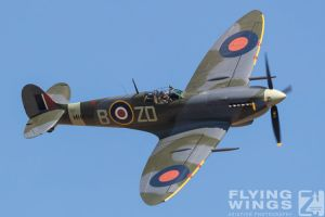 http://www.flying-wings.com/plugins/content/sige/plugin_sige/showthumb.php?img=/images/airshows/18_duxford/Gallery//Duxford_Legends_Spitfire-1735_Zeitler.jpg&width=180&height=200&quality=80&ratio=1&crop=0&crop_factor=50&thumbdetail=0