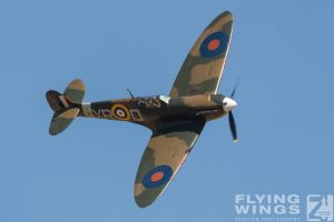 http://www.flying-wings.com/plugins/content/sige/plugin_sige/showthumb.php?img=/images/airshows/18_duxford/Gallery//Duxford_Legends_Spitfire-1740_Zeitler.jpg&width=180&height=200&quality=80&ratio=1&crop=0&crop_factor=50&thumbdetail=0