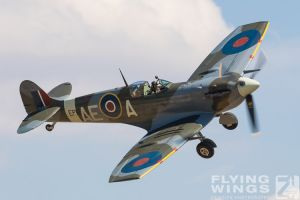 http://www.flying-wings.com/plugins/content/sige/plugin_sige/showthumb.php?img=/images/airshows/18_duxford/Gallery//Duxford_Legends_Spitfires-1189_Zeitler.jpg&width=180&height=200&quality=80&ratio=1&crop=0&crop_factor=50&thumbdetail=0
