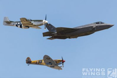 http://www.flying-wings.com/plugins/content/sige/plugin_sige/showthumb.php?img=/images/airshows/18_duxford/Heritage2//Duxford_Legends_USAF_Heritage_Flight-2024_Zeitler.jpg&width=396&height=300&quality=80&ratio=1&crop=0&crop_factor=50&thumbdetail=0