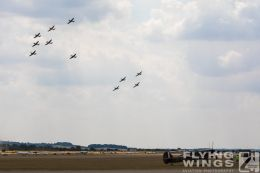 http://www.flying-wings.com/plugins/content/sige/plugin_sige/showthumb.php?img=/images/airshows/18_duxford/Spitfires3//Duxford_Legends_Spitfires-1777_Zeitler.jpg&width=260&height=300&quality=80&ratio=1&crop=0&crop_factor=50&thumbdetail=0