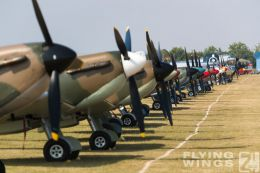 http://www.flying-wings.com/plugins/content/sige/plugin_sige/showthumb.php?img=/images/airshows/18_duxford/Spitfires3//Duxford_Legends_Static-8948_Zeitler.jpg&width=260&height=300&quality=80&ratio=1&crop=0&crop_factor=50&thumbdetail=0