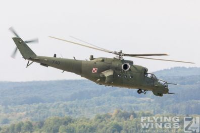http://www.flying-wings.com/plugins/content/sige/plugin_sige/showthumb.php?img=/images/airshows/18_siaf/Mi-24_Pol/SIAF_Mi-24_Poland-8206_Zeitler.jpg&width=396&height=300&quality=80&ratio=1&crop=0&crop_factor=50&thumbdetail=0